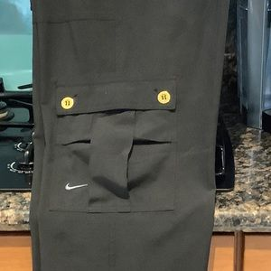 WOMENS NIKE BLACK CARGO FIT DRY CAPRIS PANTS SZ M